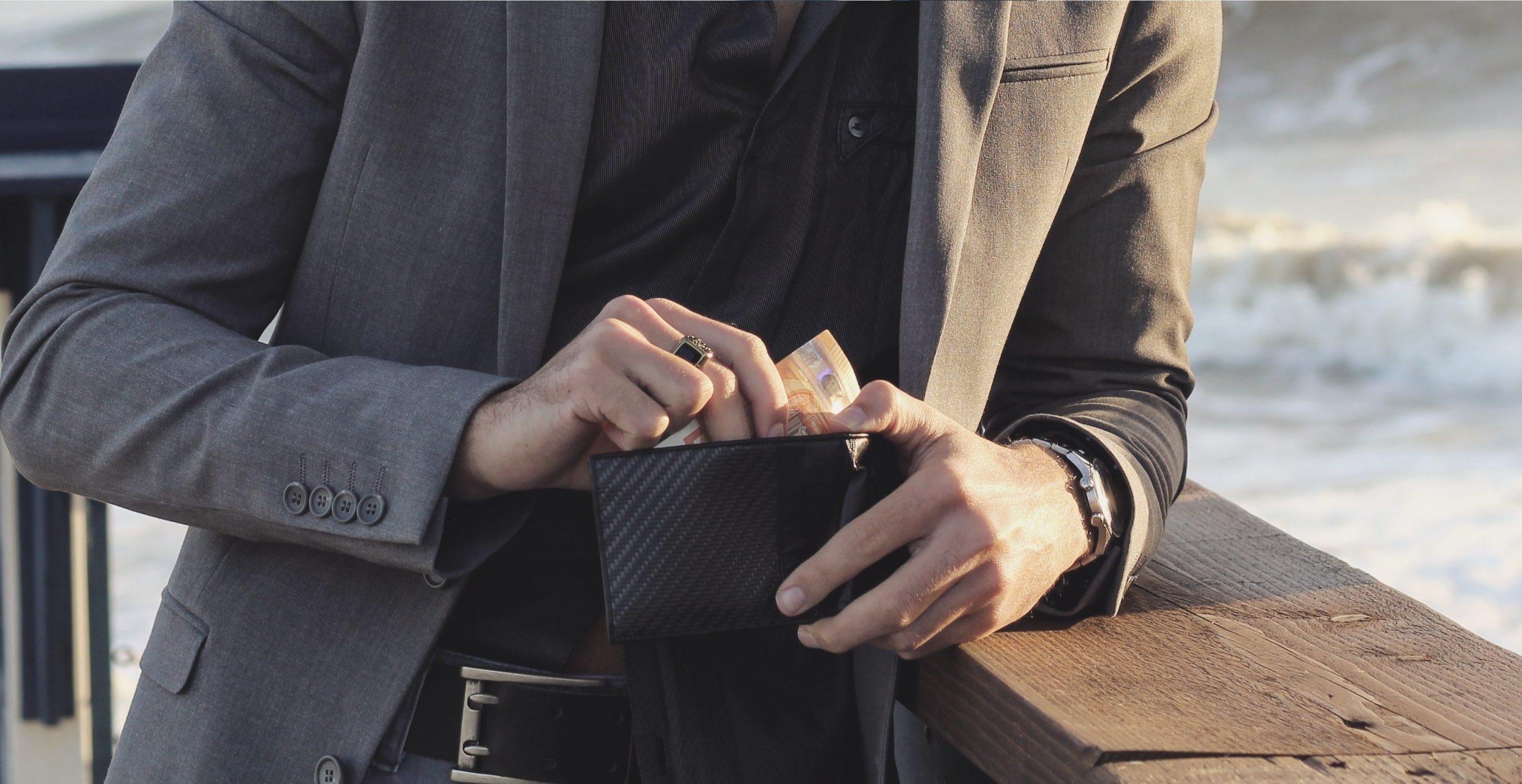 Portafoglio per uomo, borsello in fibra di carbonio, coldfire brand, cfsmagazine, cf's magazine, men's wallet, carbon fiber wallet