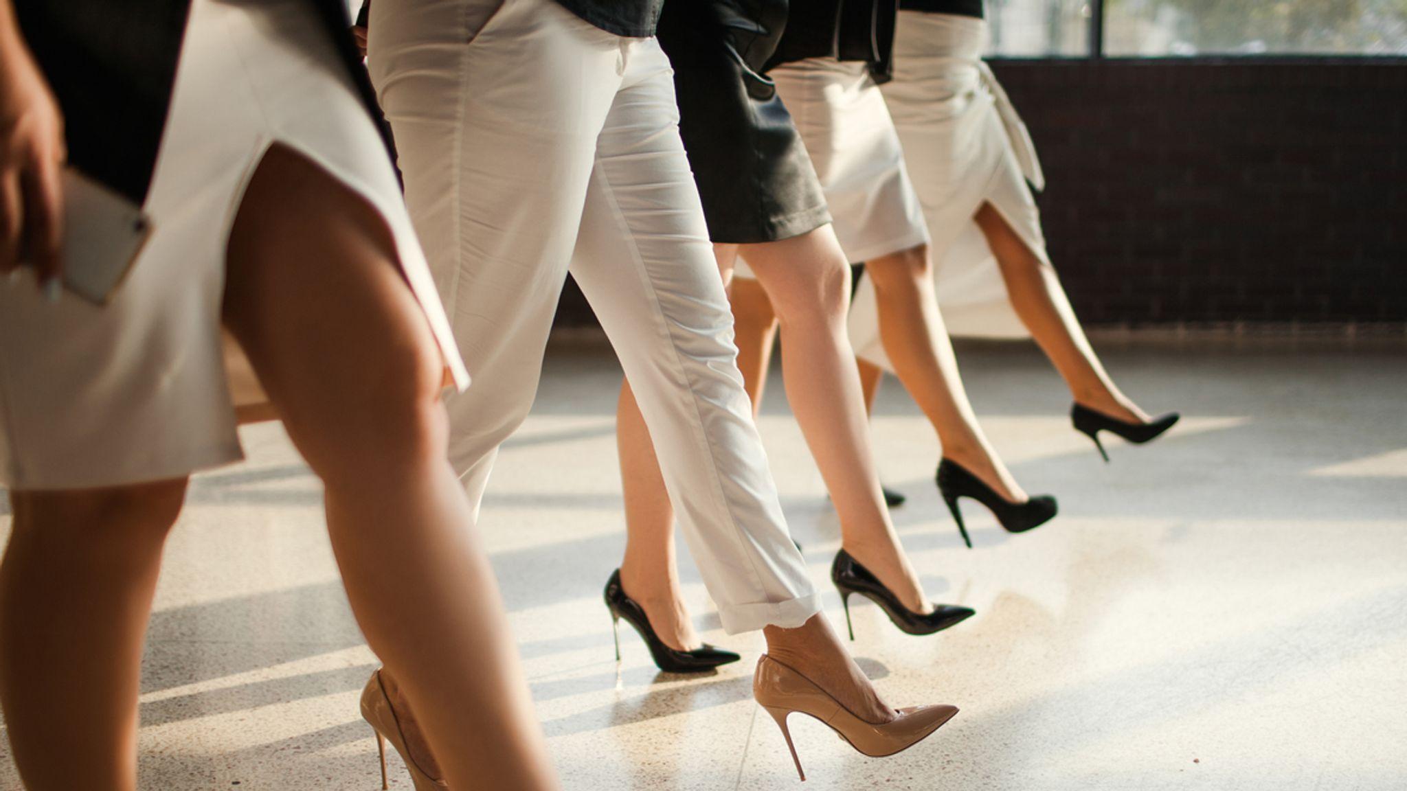 scarpe con tacco, tacchi, tacchi a spillo, tacchi neri, tacchi bianchi